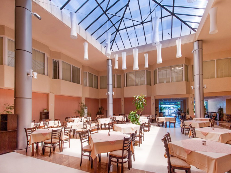 Уикенд в Слънчев Бряг! 2 нощувки на човек със закуски и вечери + басейн в хотел Есперанто, снимка 6