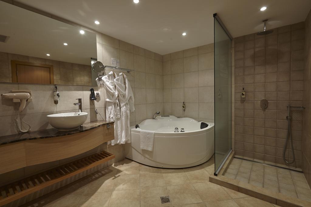 Делник в Белчин Баня! 1 или 2 нощувки със закуски за ДВАМА + закрит басейн с минерална вода и СПА пакет от хотел Белчин Гардън****, снимка 13
