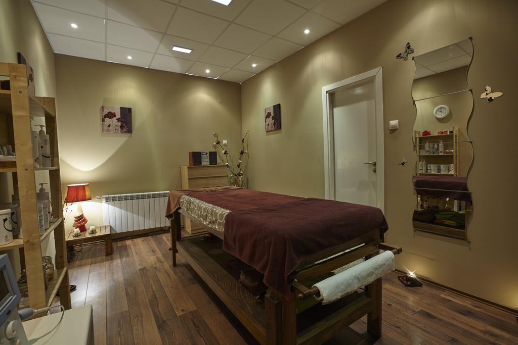 СПА офис в хотел Белчин Гардън****, Белчин Баня! 3 или 4 нощувки със закуски на човек + минерален басейн и СПА пакет, снимка 7