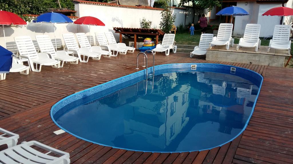 Нощувка на човек + басейн в къща за гости Елпида, Сапарева баня, снимка 3
