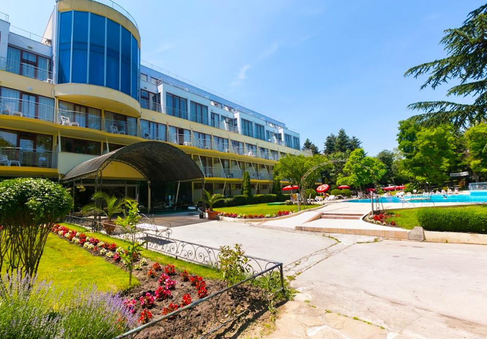 Нощувка на човек на база All inclusive + басейн в хотел Корал****, Св. Св. Константин и Елена. Дете до 14 - БЕЗПЛАТНО, снимка 3