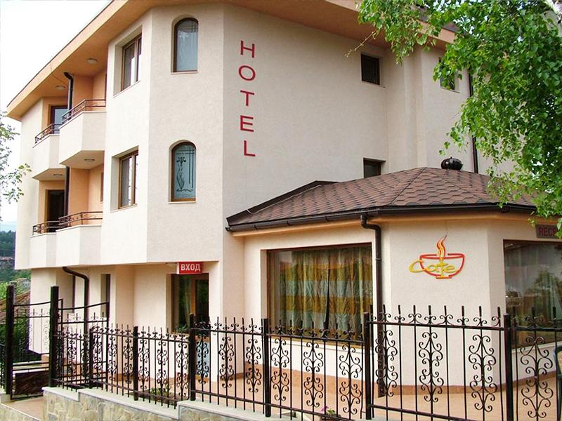 Хотел Емали, Банкя