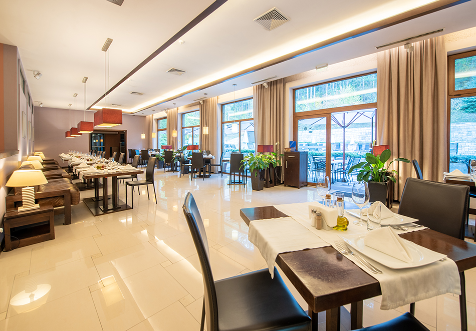 Март във Велинград! Нощувка на човек със закуска + 2 минерални басейна и СПА пакет в хотел Велина****, снимка 22