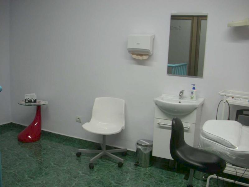 SANAKIN - лечение на косопад или акне от SunClinic, София, снимка 6