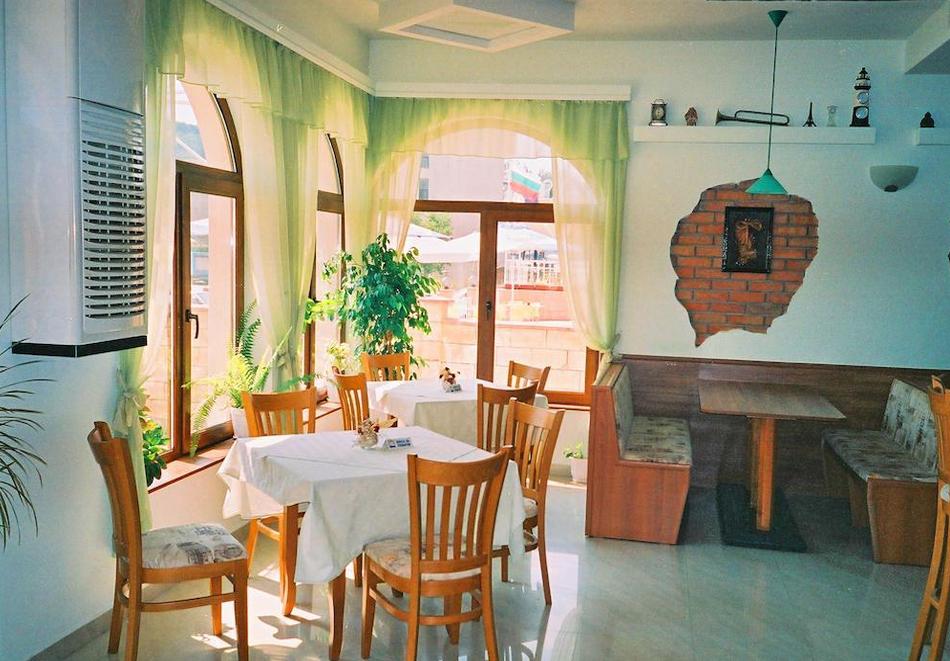 Нова година в семеен хотел Маргарита, Кранево! 2, 3 или 4 нощувки на човек със закуски, обеди* и вечери, едната празнична, снимка 4