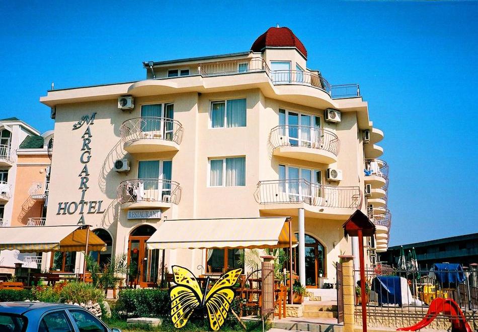Нощувка за двама със закуска + басейн в семеен хотел Маргарита, Кранево, снимка 2
