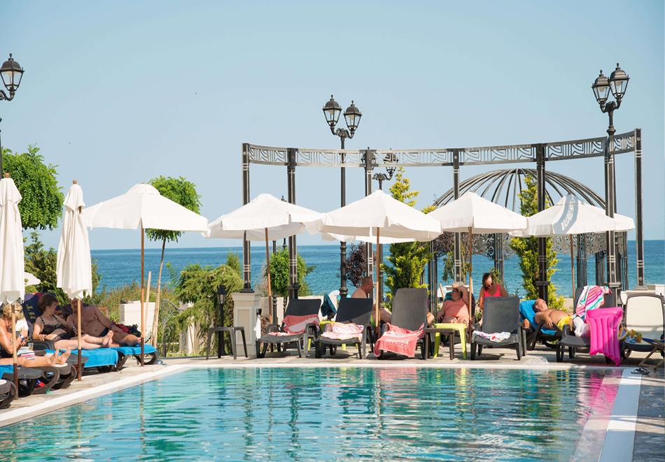 3+ нощувки на човек + басейн, шезлонг и чадър на плажа от хотел Марина Сендс**** на 50м. от морето в Обзор, снимка 4