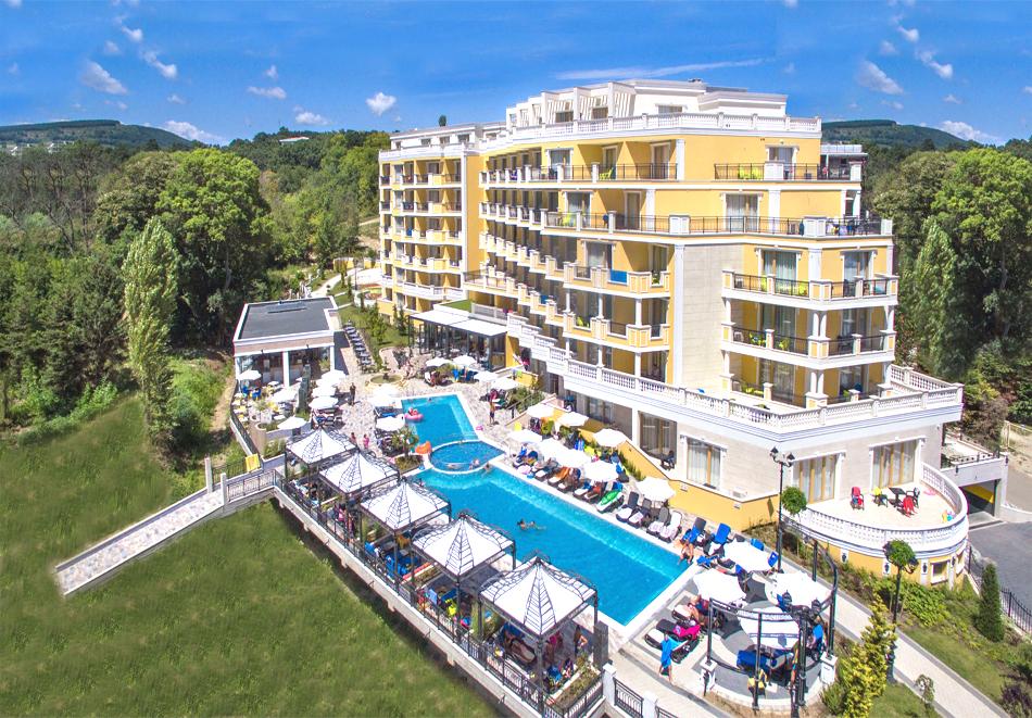 3+ нощувки на човек + басейн, шезлонг и чадър на плажа от хотел Марина Сендс**** на 50м. от морето в Обзор, снимка 3