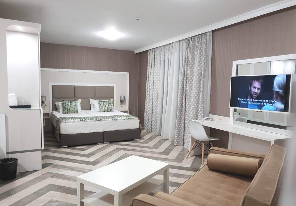 3+ нощувки на човек + басейн, шезлонг и чадър на плажа от хотел Марина Сендс**** на 50м. от морето в Обзор, снимка 6