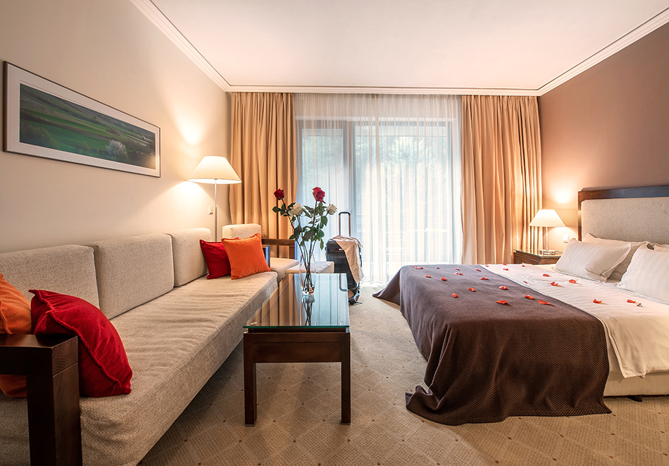 Делник във Велинград! Нощувка на човек със закуска + 2 минерални басейна и СПА пакет в хотел Велина****, снимка 15
