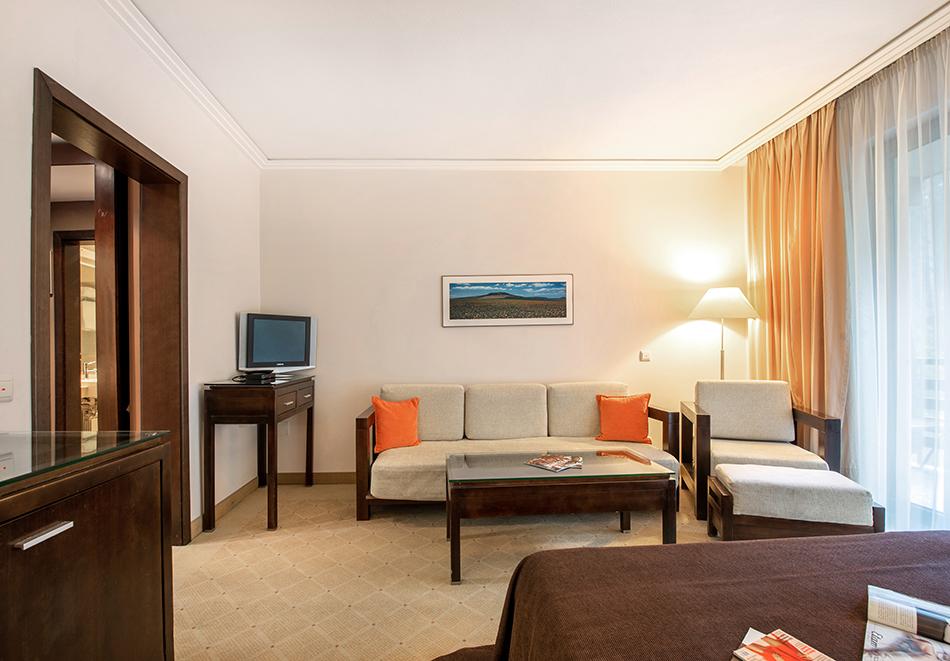 Делник във Велинград! Нощувка на човек със закуска + 2 минерални басейна и СПА пакет в хотел Велина****, снимка 13