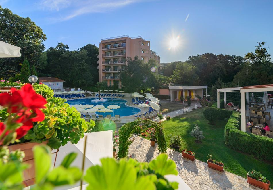Нощувка на човек със закуска + басейн в хотел Мадара****, Златни пясъци . Дете до 12г. - безплатно, снимка 2
