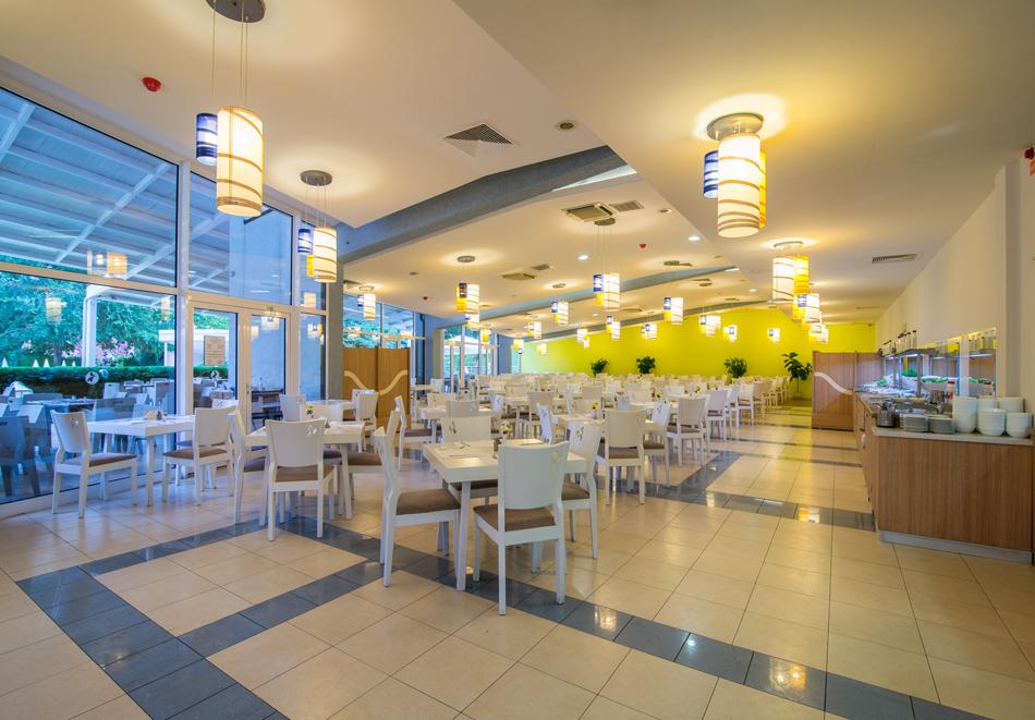 Нощувка на човек със закуска + басейн в хотел Мадара****, Златни пясъци . Дете до 12г. - безплатно, снимка 16
