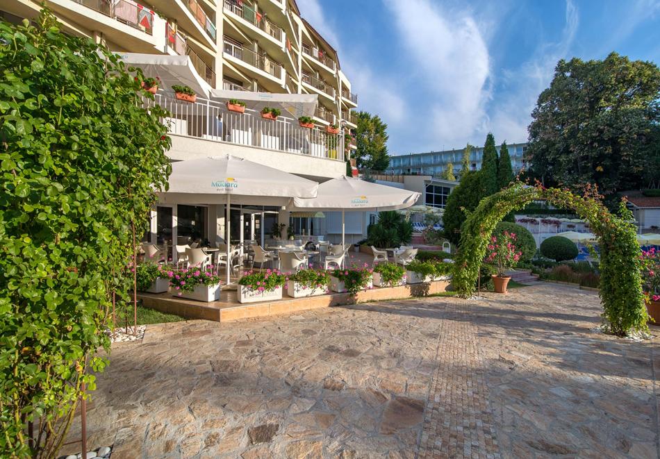 Нощувка на човек със закуска + басейн в хотел Мадара****, Златни пясъци . Дете до 12г. - безплатно, снимка 4