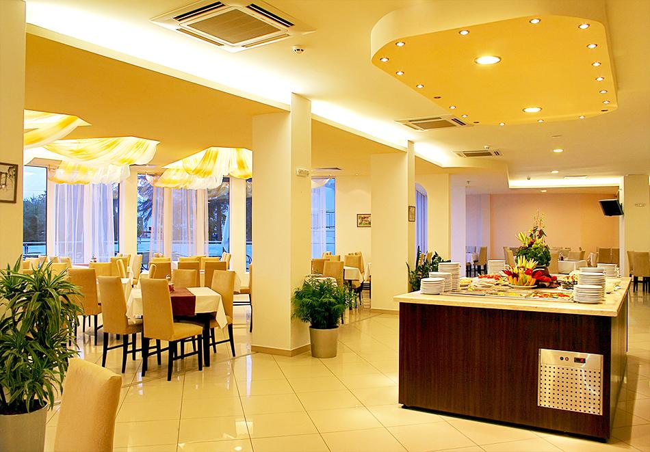 Нощувка на човек на база All inclusive + басейн в хотел Аква Азур****, Св. Св. Константин и Елена. 2 деца до 13г. - безплатно, снимка 10