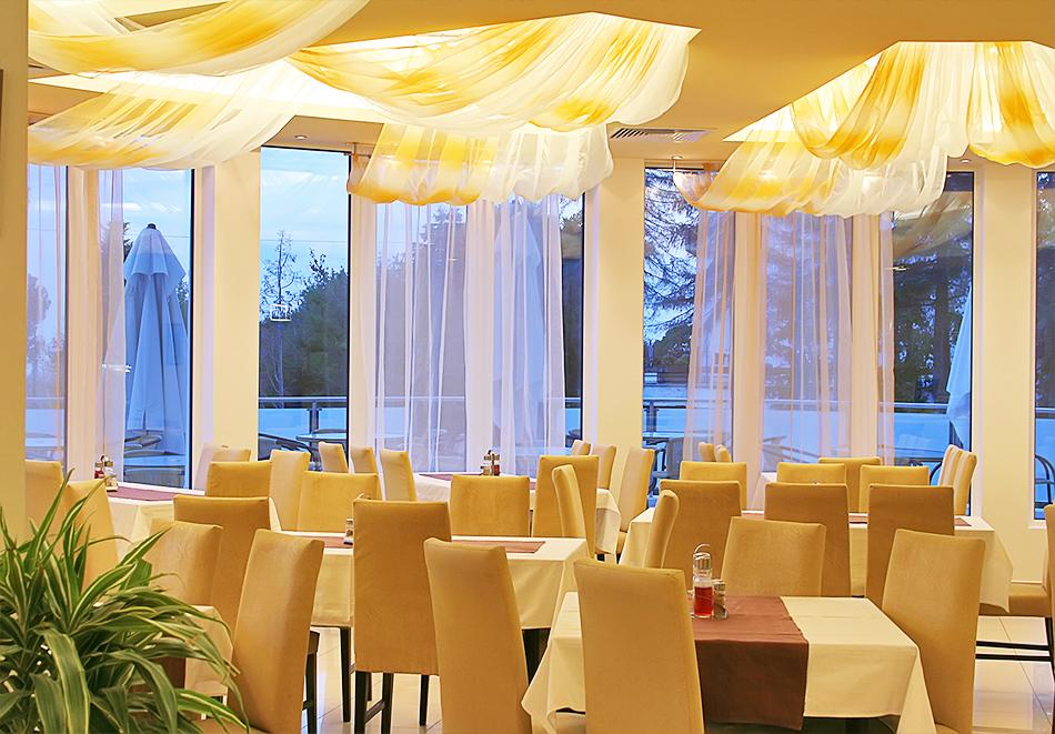 Нощувка на човек на база All inclusive + басейн в хотел Аква Азур****, Св. Св. Константин и Елена. 2 деца до 13г. - безплатно, снимка 9