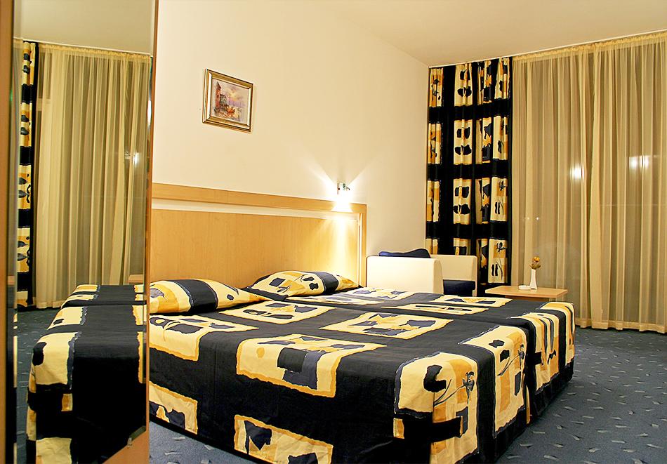 Нощувка на човек на база All inclusive + басейн в хотел Аква Азур****, Св. Св. Константин и Елена. 2 деца до 13г. - безплатно, снимка 8