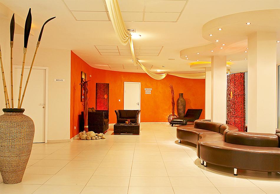 Нощувка на човек на база All inclusive + басейн в хотел Аква Азур****, Св. Св. Константин и Елена. 2 деца до 13г. - безплатно, снимка 7