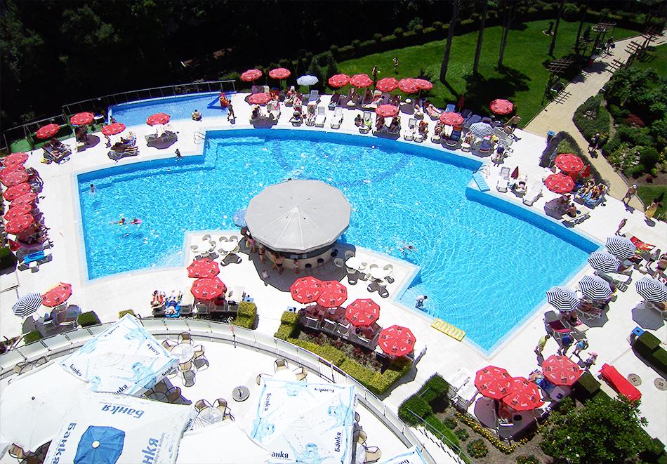 Нощувка на човек на база All inclusive + басейн в хотел Аква Азур****, Св. Св. Константин и Елена. 2 деца до 13г. - безплатно, снимка 2