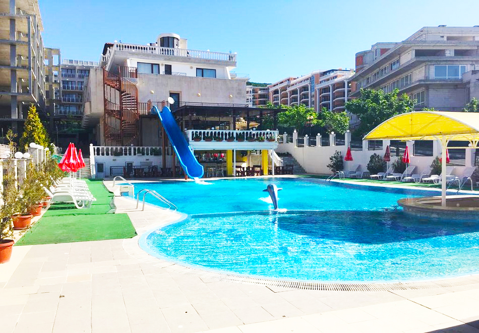 Ранни записвания за лято 2021! 3, 5 или 7 нощувки на база All inclusive на човек + басейн на 50 м. от плажа от хотел Корона, Свети Влас. Дете до 13г. - безплатно, снимка 4