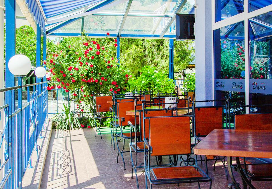 Нощувка за двама, трима или четирима + басейн в хотел Дара, Приморско, снимка 5