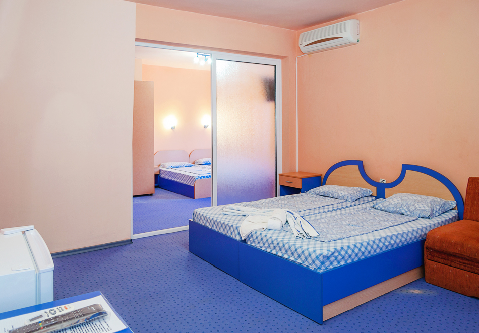 Нощувка за двама, трима или четирима + басейн в хотел Дара, Приморско, снимка 11