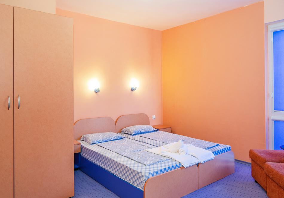 Нощувка за двама, трима или четирима + басейн в хотел Дара, Приморско, снимка 15