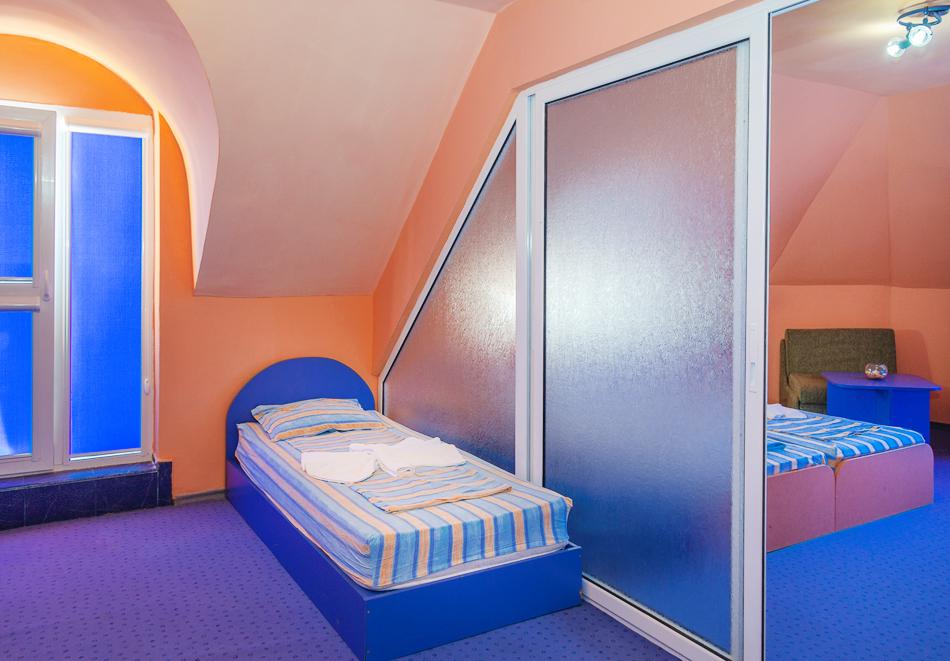 Нощувка за двама, трима или четирима + басейн в хотел Дара, Приморско, снимка 10