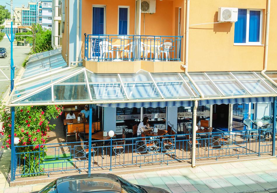 Нощувка за двама, трима или четирима + басейн в хотел Дара, Приморско, снимка 4