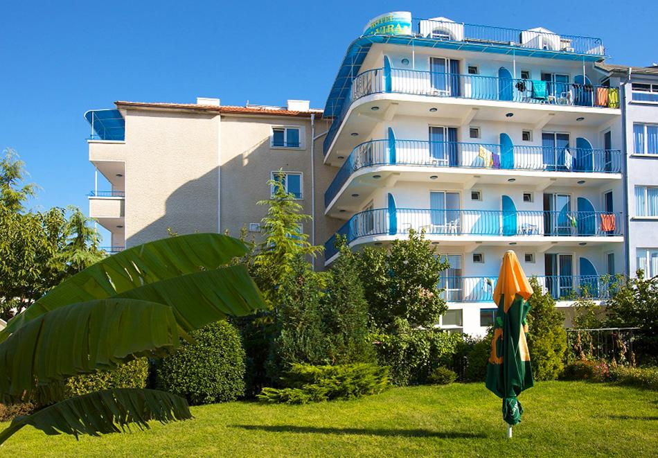 Нощувка на човек на база All inclusive light + басейн, шезлонг и чадър на плажа от семеен хотел Елвира, Равда!, снимка 2