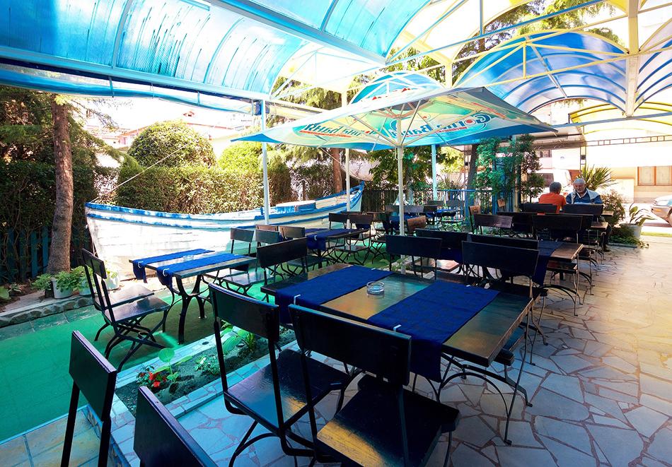 Нощувка на човек на база All inclusive light + басейн, шезлонг и чадър на плажа от семеен хотел Елвира, Равда!, снимка 9