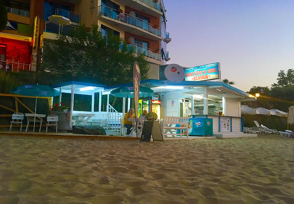 Нощувка на човек на база All inclusive light + басейн, шезлонг и чадър на плажа от семеен хотел Елвира, Равда!, снимка 13
