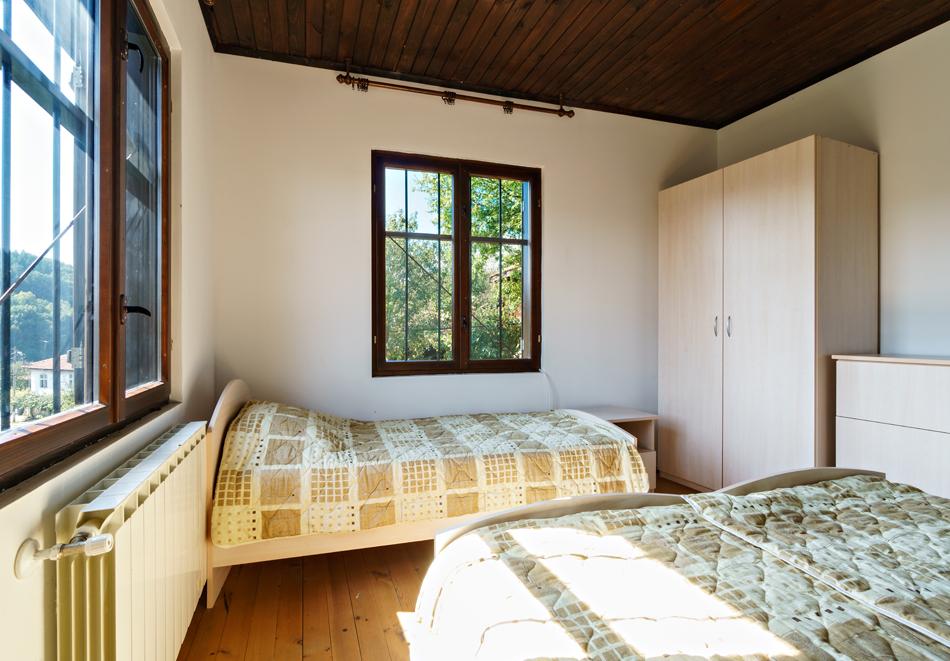 4 нощувки в напълно оборудвана и обзаведена къща от Старата ковачница, с. Згурово, обл. Кюстендил, снимка 7