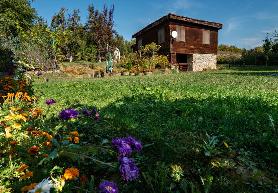 4 нощувки в напълно оборудвана и обзаведена къща от Старата ковачница, с. Згурово, обл. Кюстендил, снимка 2