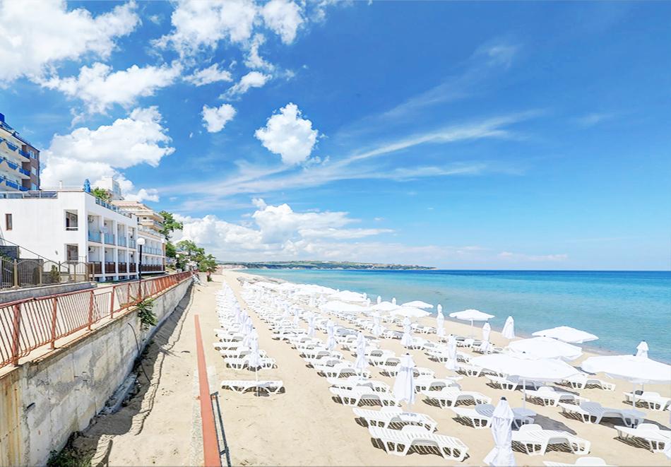 Нощувка на човек на база All Inclusive + басейн, чадър и шезлонг на плажа на 1-ва линия в хотел Парайзо Бийч, Обзор, снимка 14