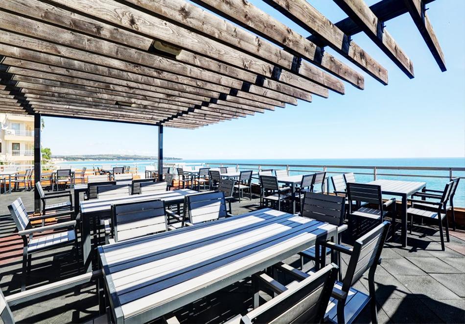 Нощувка на човек на база All Inclusive + басейн, чадър и шезлонг на плажа на 1-ва линия в хотел Парайзо Бийч, Обзор, снимка 11