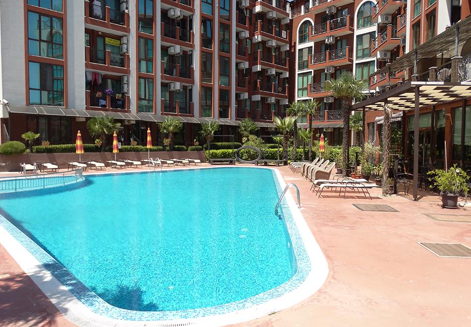 Апартаментен комплекс Шато Дел Марина, между Равда и Несебър, снимка 2