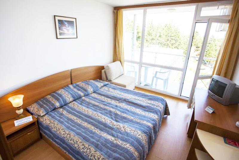 2, 3 или 5 нощувки на човек със закуски и вечери + басейн в хотел КООП Китен, на 100 м. от плажа, снимка 6