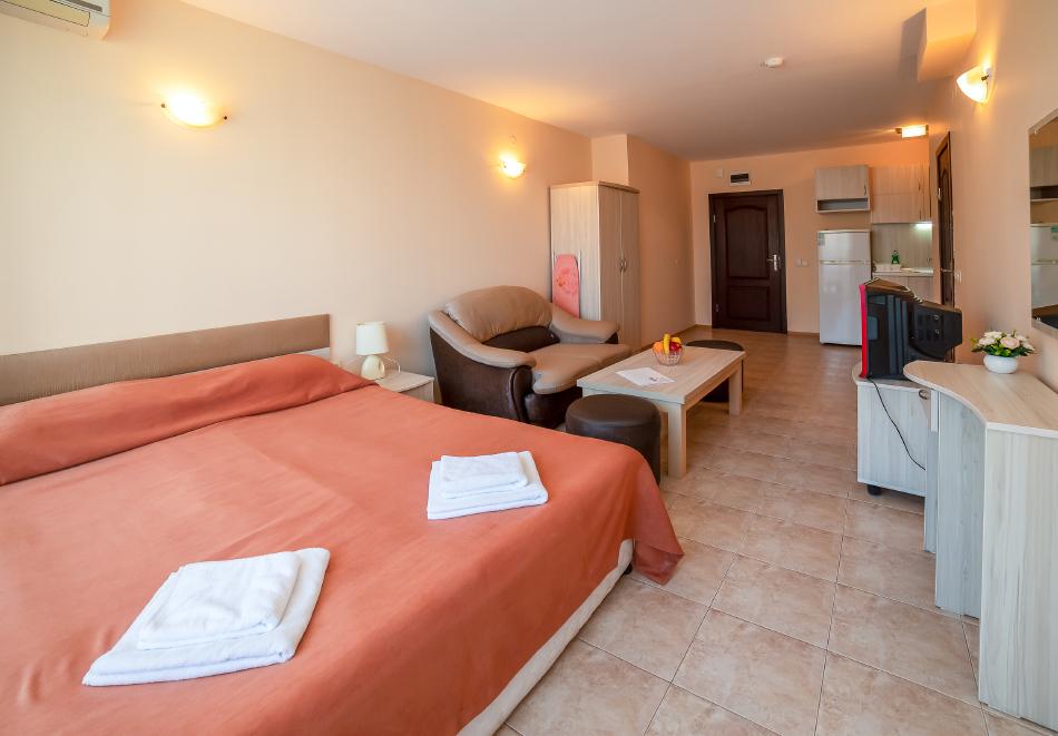1, 2, 3 или 7 нощувки на човек в апартамент + басейн в апартхотел Роуз Вилидж, Сл. Бряг. На 150м. от плажа, снимка 13