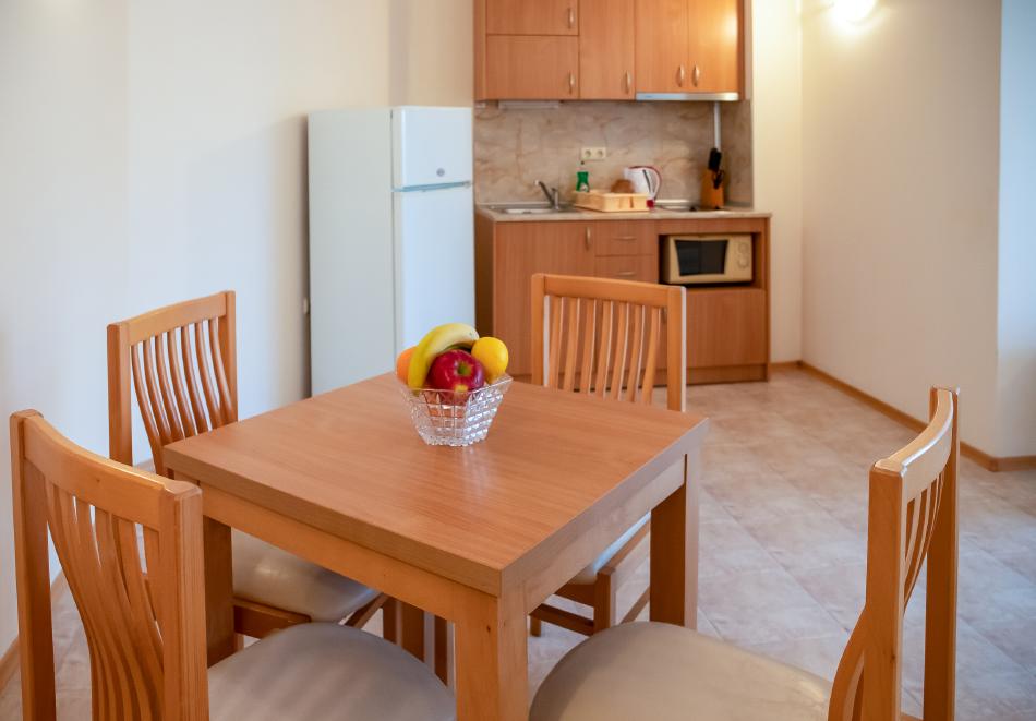 1, 2, 3 или 7 нощувки на човек в апартамент + басейн в апартхотел Роуз Вилидж, Сл. Бряг. На 150м. от плажа, снимка 8