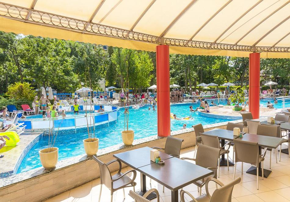 Нощувка на човек на база All Inclusive Premium + басейн от МПМ хотел МПМ Калина Гардън в Слънчев бряг, снимка 7