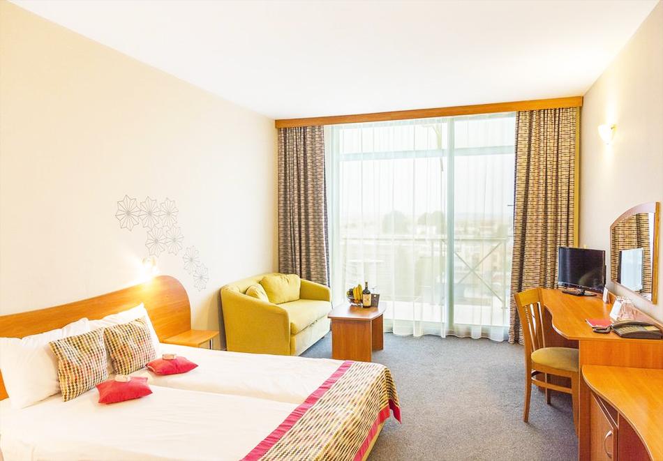 Нощувка на човек на база All Inclusive Premium + басейн от МПМ хотел МПМ Калина Гардън в Слънчев бряг, снимка 8