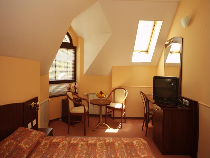 СКИ почивка в Боровец! Нощувка със закуска за двама или четирима от Апартаментен комплекс Алпин, снимка 4