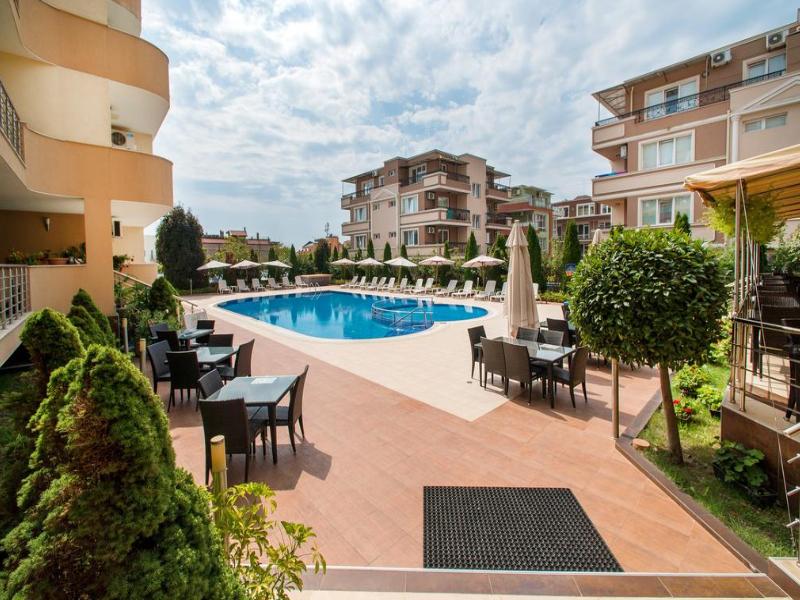 5 или 7 нощувки на човек със закуски и вечери*  + басейн в хотел Ирис***, Несебър на 100 метра от плажа, снимка 4