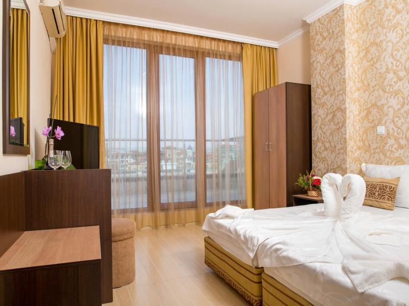 5 или 7 нощувки на човек със закуски и вечери*  + басейн в хотел Ирис***, Несебър на 100 метра от плажа, снимка 15
