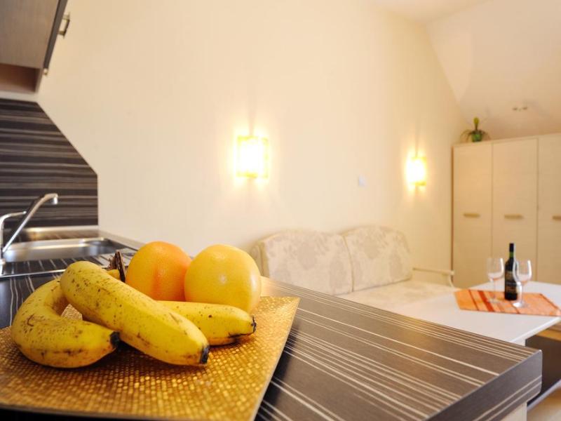 5 или 7 нощувки на човек със закуски и вечери*  + басейн в хотел Ирис***, Несебър на 100 метра от плажа, снимка 16