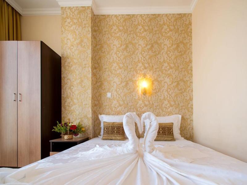 5 или 7 нощувки на човек със закуски и вечери*  + басейн в хотел Ирис***, Несебър на 100 метра от плажа, снимка 18
