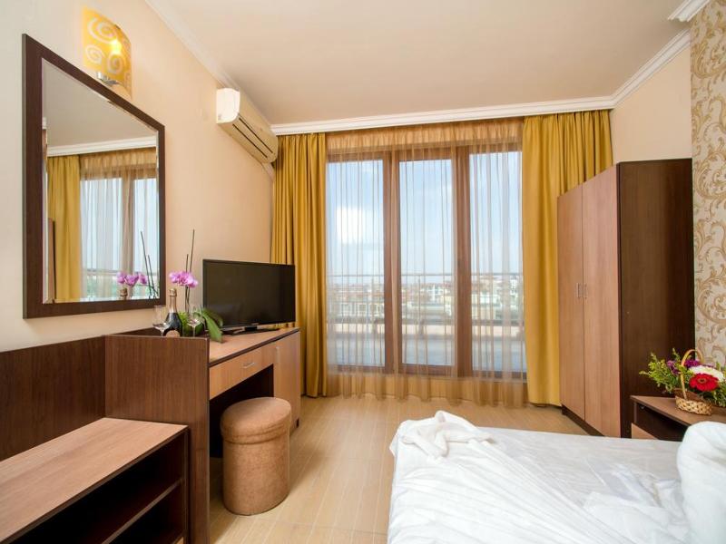 5 или 7 нощувки на човек със закуски и вечери*  + басейн в хотел Ирис***, Несебър на 100 метра от плажа, снимка 12