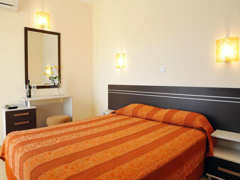 5 или 7 нощувки на човек със закуски и вечери*  + басейн в хотел Ирис***, Несебър на 100 метра от плажа, снимка 8