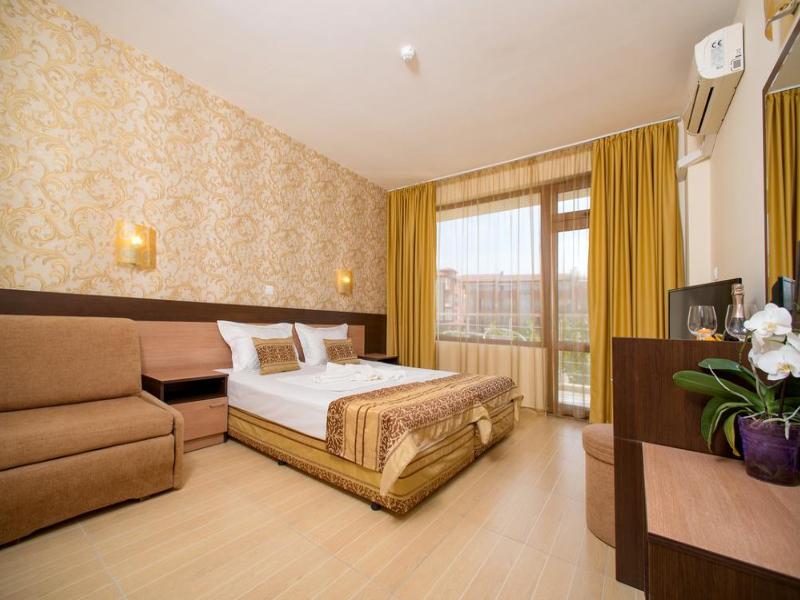 5 или 7 нощувки на човек със закуски и вечери*  + басейн в хотел Ирис***, Несебър на 100 метра от плажа, снимка 9